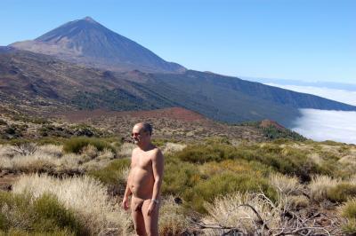 Paseo desnudo por el Parque Nacional del Teide